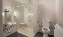 Accessible-Room-bathroom-and-shower-Clayton-Hotel-Burlington-Road