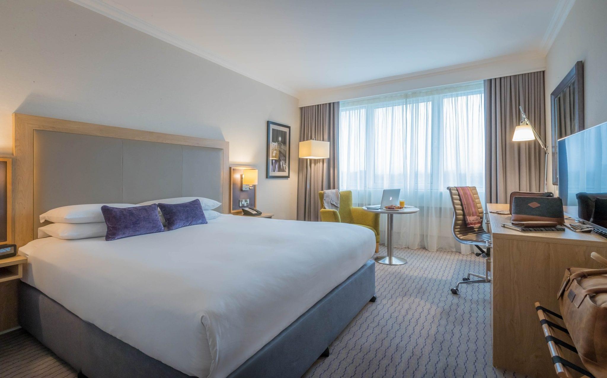 guestroom clayton hotel burlington road